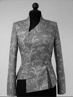 Выкройки на индивидуальные размеры Blouse Styles, Blouse Designs, Batik Mode, Chic Outfits, Fashion Outfits, Myanmar Dress Design, Suits For Women, Clothes For Women, Batik Fashion