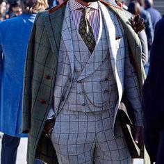 Men Style! _________________________________________ Join my email list www.felixflair.com _________________________________________ #style #gentlemen #suit #gq #sprezzatura #menstyle #stylish #menswear #fashion #jacket #dandy #dapper #gentleman #bespoke #coat #sartorial #customsuit #felixflair #watch #winter #ny #nystyle #italianstyle #pitti87