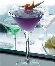 Purple Haze Martini: Freshly-squeezed Pomegranate Juice, 1 Hypnotiq, 1 Pineapple Juice, Orange Rind & Apple Dlice for garnish Purple Cocktails, Cocktail Drinks, Cocktail Shaker, Purple Drinks Alcohol, Holiday Cocktails, Summer Cocktails, Party Drinks, Fun Drinks, Cocktail