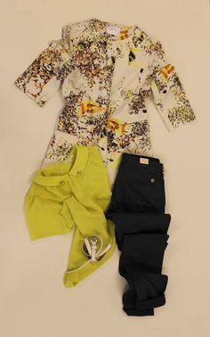 """ ....colori accesi..."" giacca a fiori ANONYME, blusa gialla ANONYME, pantalone OAKS"