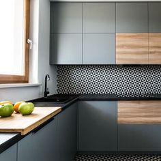 Fun patterned tile backsplash in a modern kitchen Industrial Kitchen Design, Kitchen Room Design, Kitchen Dinning, Kitchen Cabinet Design, Kitchen Sets, Modern Kitchen Design, Home Decor Kitchen, Interior Design Kitchen, Kitchen Furniture
