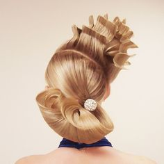 Avant-garde #chignon by Russian styling star Georgy Kot. View his collage in our previous post. #hotonbeauty www.hotonbeauty.com #updo #avantgarde #elegantstyle