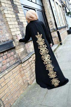 Really elegant abaya Lightly printed back design. Modest Wear, Modest Dresses, Modest Outfits, Islamic Fashion, Muslim Fashion, Modest Fashion, Outfit Essentials, Mode Abaya, Mode Hijab