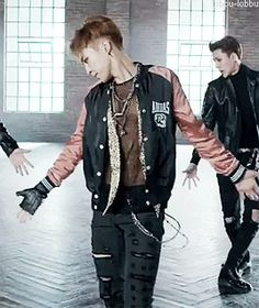 I didn't even know that was see through. If you look closely, you can find those abs ;) #Xiumin