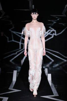 iris-van-herpen-ss17-couture-fashion-design_dezeen_2364_col_2.jpg (2364×3546)
