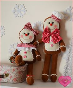 Artes & Ideias da Ana No time this year, but I want to make these for me and mom next year! Gingerbread Christmas Tree, Gingerbread Crafts, Felt Christmas Stockings, Gingerbread Man, All Things Christmas, Christmas Time, Felt Crafts, Diy And Crafts, Felt Ornaments