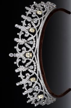 2 Row Zig Zag Tiara: The jewelry of Downton Abbey: A tiara made by Andrew Prince for the Earl of Grantham's sister. This piece is a copy of an actual Cartier tiara that was worn by a titled English woman. Royal Crown Jewels, Royal Crowns, Royal Jewelry, Tiaras And Crowns, Diamond Tiara, Circlet, Diamond Are A Girls Best Friend, Hair Jewelry, Cartier