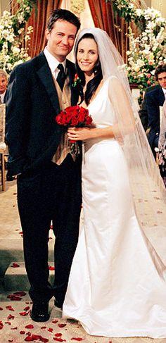 Monica Geller (Courteney Cox) y Chandler Bing (Matthew Perry) - Friends (TV Series) Friends Tv Show, Tv: Friends, Chandler Friends, Friends 1994, Serie Friends, Friends Cast, Friends Moments, I Love My Friends, Friends Forever