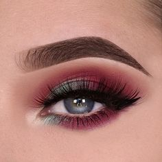 Created this look with the new Born To Run Palette 🎨 I used the shades: Weekender, Hell Ride, Wildhart, Big Sky &… Makeup Eye Looks, Eye Makeup Art, Skin Makeup, Eyeshadow Makeup, Makeup Brushes, Smokey Eye Makeup, Glam Makeup, Eyeshadows, Makeup Goals