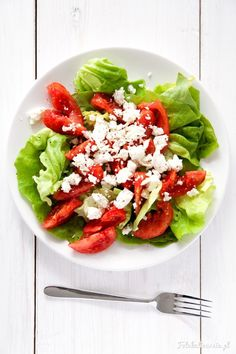 Tomatoes and Feta Cheese Summer Salad. Caprese Salad, Cobb Salad, Feta, Summer Salads, Salad Recipes, Vegetarian, Grill, Vegetables, Fruit
