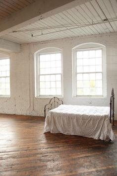 Natural Light Studio- LOVE THE BED!!