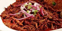Yucatán, heredero de la cocina maya, nos comparte esta receta de Pibxcatic donde la cochinita pibil no puede faltar. ¡Disfrútala!