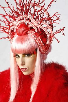 Treasures Of The Sea: Coral Braided Headpiece – Kostüm Karneval Mermaid Headpiece, Mermaid Hair, Illusion Costumes, Shell Crowns, Red Costume, Look Thinner, Carnival Costumes, High Art, Crazy Hair