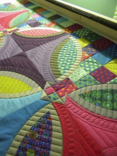 Sew Kind Of Wonderful - lot of interesting quilting and patchwork combo Longarm Quilting, Free Motion Quilting, Sew Kind Of Wonderful, Machine Quilting Designs, Quilting Ideas, Wedding Ring Quilt, Tips & Tricks, Quilt Stitching, Quilt Making