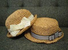 「ペーパーヤーンで子供の夏帽子 」サイズの変わりやすい子供には ちょっとお高い夏糸には手が出せなくて・・・ ダイソーのペーパーヤーンで麦わら風の帽子を編んでみました。しかも2個編んでも3玉も使ってないんです。お値打ちですよ(^0^)[材料]ダイソーペーパーヤーン/お好みのリボン/マジックテープ/両面テープ
