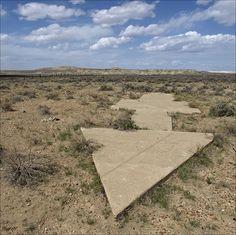 Perierga.gr   Τσιμεντένια βέλη στις ερήμους της Αμερικής   Πού χρησίμευαν!