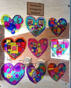 Art lessons for elementary students, K-5. Valentines Art Lessons, Collaborative Art Projects For Kids, Glass Art Pictures, Winter Art Projects, 4th Grade Art, Ecole Art, Faux Stained Glass, Kindergarten Art, Preschool