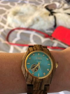ENTER to WIN the JORD WATCH GIVEAWAY!!! Don't miss out on this beautiful, wooden watch that is a great accent piece for any outfit.  #giveaway #woodwatch #jord #fashion #style