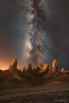 Trona Pinnacles in California at Night BeautifulNature NaturePhotography Photography EarthPorn Travel Nature Earth 863917141000753864 Best Photographers, Landscape Photographers, Vincent Van Gogh, Image Nature, Nature Aesthetic, Milky Way, Stargazing, Nature Pictures, Night Skies