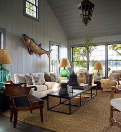 Keltainen talo rannalla: Vintagea, modernia ja klassista
