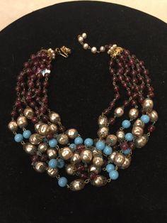Vintage Miriam Haskell six strand púrpura y turquesa collar con perlas. En buen estado, algunos leves oxidaciones en el metal. No dude en hacer preguntas.