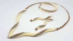 Leitud FB-s - Jenica Hategan Handmade Beaded Jewelry, Beaded Jewelry Patterns, Bracelet Patterns, Seed Bead Jewelry, Bead Jewellery, Jewelry Model, Jewelry Sets, Beaded Earrings, Beaded Bracelets