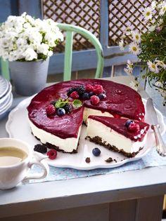Unser beliebtes Rezept für Beeren-Schmand-Torte mit Knusperboden und mehr als Our popular recipe for berry sour cream cake with crispy bottom and more than more free recipes on LECKER. Easy Cake Recipes, Sweet Recipes, Pasta Recipes, Torte Au Chocolat, Fun Desserts, Dessert Recipes, Sour Cream Cake, Sweets Cake, Cheesecake Recipes