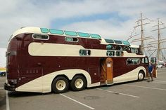 Awesome Bus Camper , If you're not readily available to immediately get your camper during its destination most camper shipping businesses can arrange for storage until de. Bus Camper, Rv Bus, Camper Trailers, Motorhome Hire, Cool Trucks, Big Trucks, Semi Trucks, Cool Rvs, Vintage Rv