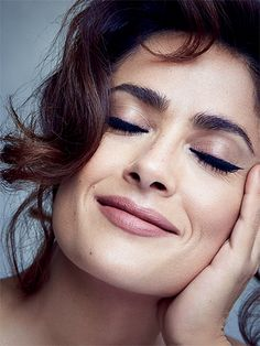Salma Hayek Goes Topless For 'Allure' Mag!: Photo Salma Hayek covers up her topless torso in her Allure magazine August 2015 cover feature. Here's what the actress had to share with the mag: On… Beauty Advice, Beauty Hacks, Salma Hayek Pictures, Selma Hayek, Putting On Makeup, Sharon Stone, Beauty Regimen, Penelope Cruz, Jolie Photo