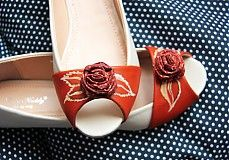 Autumn shoes from www. Painted Shoes, Fall Shoes, Napkin Rings, Autumn, Decor, Fall, Decorating, Dekoration, Deco