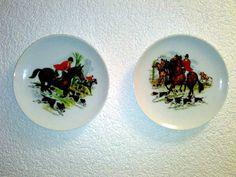 2 Wandteller AK Kaiser Fuchsjagd Jagd Jäger Pferde Hunde Porzellan Wall Plates *