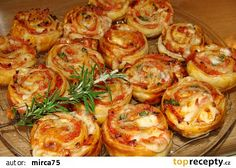 Moje pizza kroužky-šneky Czech Recipes, Cooking Recipes, Healthy Recipes, Appetizer Dips, Appetisers, Winter Food, Food Inspiration, Tapas, Food Porn
