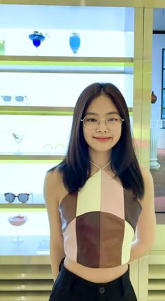 Find images and videos about blackpink, jennie and kim jennie on We Heart It - the app to get lost in what you love. Blackpink Jennie, Jenny Kim, Black Pink Kpop, Blackpink Photos, Wall Photos, Kim Jisoo, Blackpink Fashion, Blackpink Lisa, Celebs