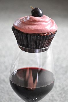 RED WINE CUPCAKES. Perfect!  .... Didn't read the recipe yet, but just the idea alone, the person who thought of this needs a Nobel peace prize.