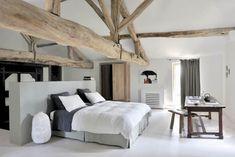 Sypialnia w wiejskim stylu.