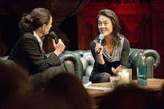 Anna Luyten en Lavinia Meijer in gesprek over Philip Glass en zijn boek 'Woorden zonder muziek', tijdens de lancering van Hollands Diep. ©Geert Snoeijer