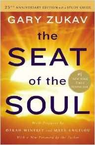 Descargar o leer en línea The Seat of the Soul Libro Gratis (PDF ePub - Gary Zukav, The anniversary edition of this beloved bestseller is celebrated in Prefaces by Oprah Winfrey and Maya Angelou and. Gary Zukav, Great Books, New Books, Books To Read, Reading Lists, Book Lists, Reading Books, Untethered Soul, Affirmations