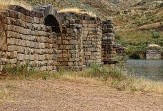 """""""@emarevaloh: Puente romano de Alconétar #Extremadura http://viatorimperi.com/alconetar"""