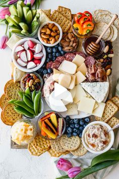 budget friendly cheese board is made with inexpensive ingredients from Aldi. -This budget friendly cheese board is made with inexpensive ingredients from Aldi. Party Food Platters, Cheese Platters, Diy Party Trays, Cheese Party Trays, Aldi Cheese, Cheese Food, Wine Cheese, Vegan Cheese, Tapas