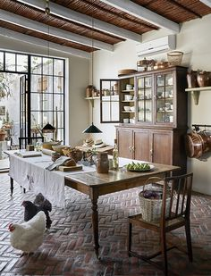 Rustic country kitchens - 34 Awesome Old Farmhouse Design Ideas To Get Classic Scheme – Rustic country kitchens Rustic Kitchen Tables, Kitchen Table Bench, Rustic Country Kitchens, Country Kitchen Designs, Farmhouse Design, Dining Table, Home Design, Interior Design, Design Ideas