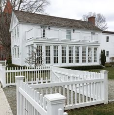 New England Living - A Few of Essex Connecticut's Antique and Village Homes - New England Fine Living New England Day Trips, New England Homes, Essex Connecticut, Interior Photo, White Houses, Traditional House, Cape Cod, My Dream Home, Seaside