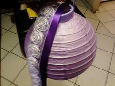 Esto va a ser un globo aerostatico... abajo llevara una canastilla y una elefantita paseandose... para colgarlo a un ladito de la mesa de regalos... esta uno en mi cuenta..vean el ejemplo