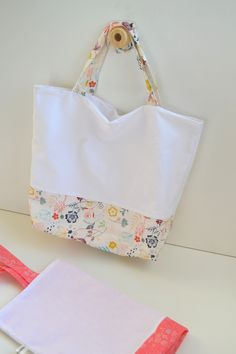 Diy bag making, diy couture, couture sewing, craft bags, diy bags Sewing Tutorials, Sewing Projects, Sacs Tote Bags, Diy And Crafts Sewing, Couture Sewing, Diy Bags, Fabric Bags, Mode Inspiration, Bag Making