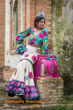 Colección de trajes de flamenca 2015 - Manuela Macías Moda Flamenca Flamenco Costume, Flamenco Skirt, Flamenco Dancers, Flamenco Dresses, Spanish Dress, Spanish Dancer, Spanish Style, Spanish Art, Abaya Fashion