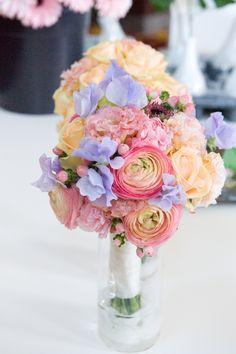R Wedding |Weddings by Renaissance Amsterdam Hotel | Koepelkerk.com | bouquet | flowers | Inspiration | Wedding brochure
