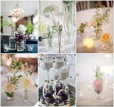 enkel bordpynt med blomster, lys og glas