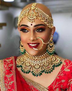 Awesome makeup by Mennakshi Dutt ❤😍 Indian Wedding Makeup, Wedding Jewelry For Bride, Bridal Jewelry, Wedding Blog, Day Makeup, Bride Makeup, Makeup Ideas, Bridal Makeup Looks, Bridal Looks