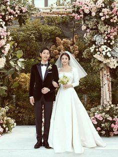 ♡Song Song Wedding♡Finally Song Joong Ki And Song Hye Kyo Release Gorgeous Wedding Photos. Song Hye Kyo and Song Joong Ki have shared some absolutely stunnin. Wedding Songs, Wedding Couples, Wedding Day, Wedding Bells, Expensive Wedding Dress, Wedding Dresses, Women's Dresses, Cha Tae Hyun, Songsong Couple