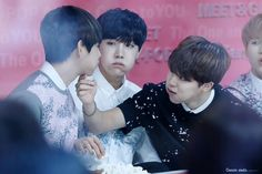 """OMG THEIR FULL CHEEKS AND THEN THERE'S HOBIE AND SUGA, THEY ARE ENVY. SURELY BC OF THEIR """"FRIENDSHIP"""" GUYS SUUURE"""