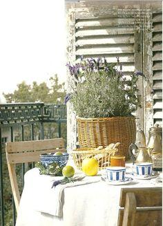petit-déjeuner classique sur le balcon.